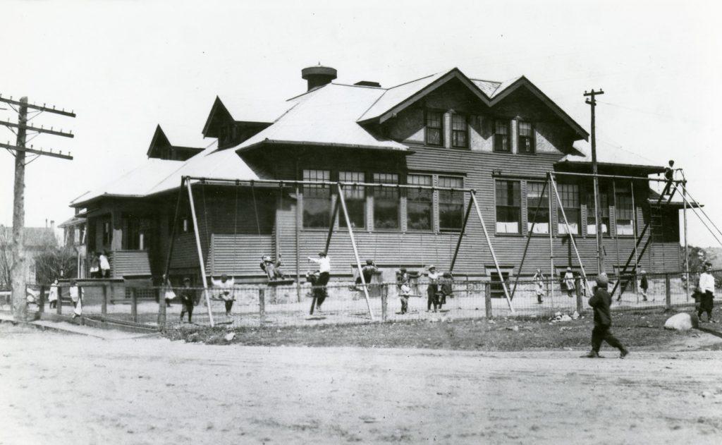 Carson Lake School, exterior