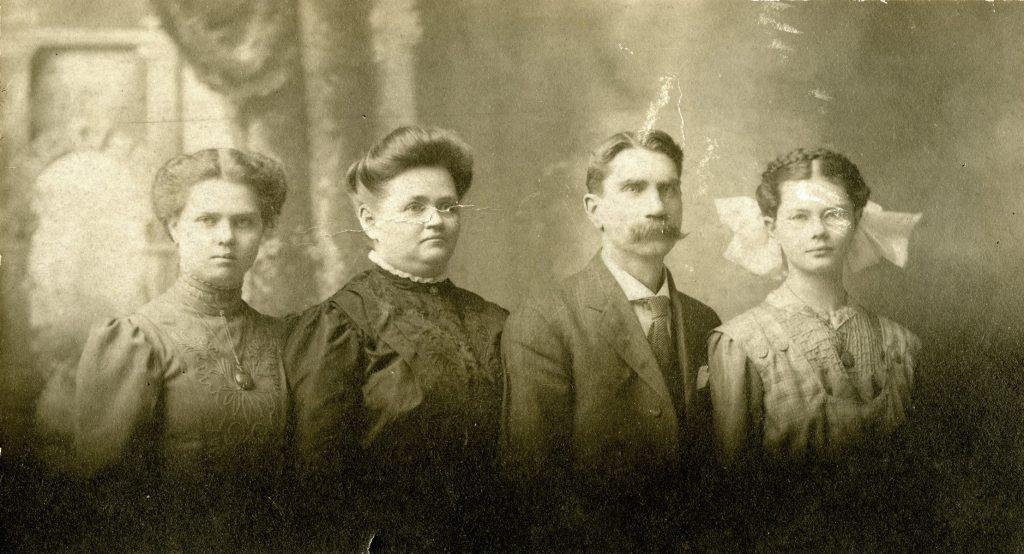 Mahoning Residents – Warren Family